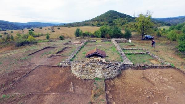Археолози проучиха римско светилище на Херакъл и раннохристиянската базилика в м. Гергюва черква, с. Дълбок дол