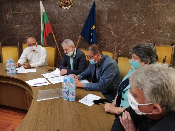 Областна епизоотична комисия анализира дейностите в обезвреждането на АЧС в индустриална ферма в Троянско