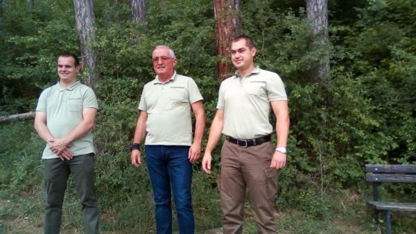 Николай Йончев - старши лесничей, Милко Станчев - директор на Горско стопанство - Троян и Цвятко Кадиев - зам. директор