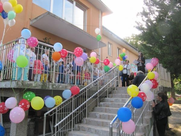 Официално отвори врати реновираната сграда на Детска ясла №1 в Троян