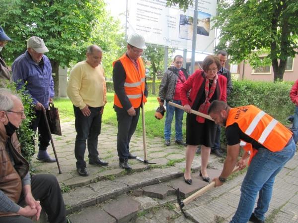 Първа копка на ремонта на улица