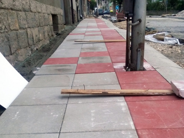 Проблемният ремонт на тротоарите на ул. Стефан Караджа