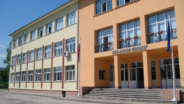 Търсят се директори на 2 училища от община Троян